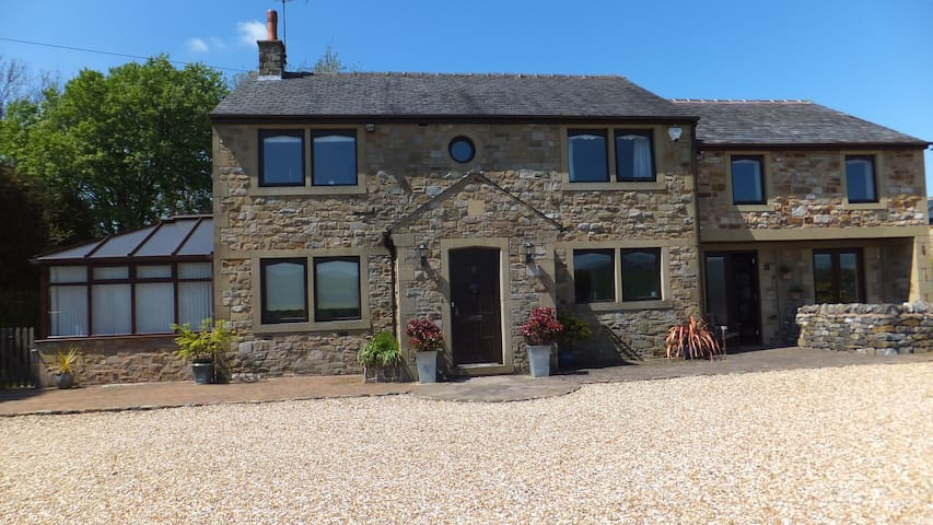 4 star Gold award  Fernside Cottage Self-Catering - Skipton - Dům