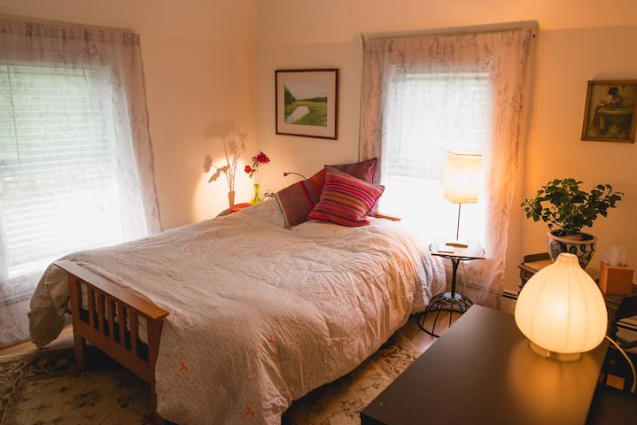 Cozy two room suite with half bath! - Newton - House