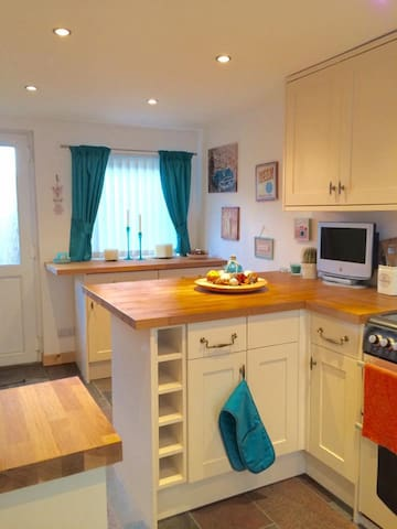 Newly Renovated Semi Detached  Cottage - Balintore - Casa