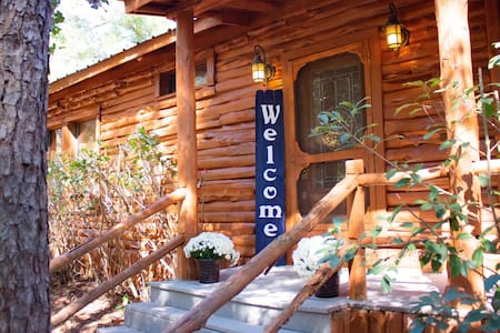 Clean cabin in woods w/ Wifi, nature, views, peace