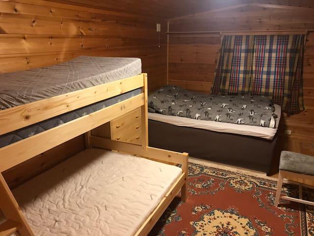 Soverom med familiekøye og 150 seng