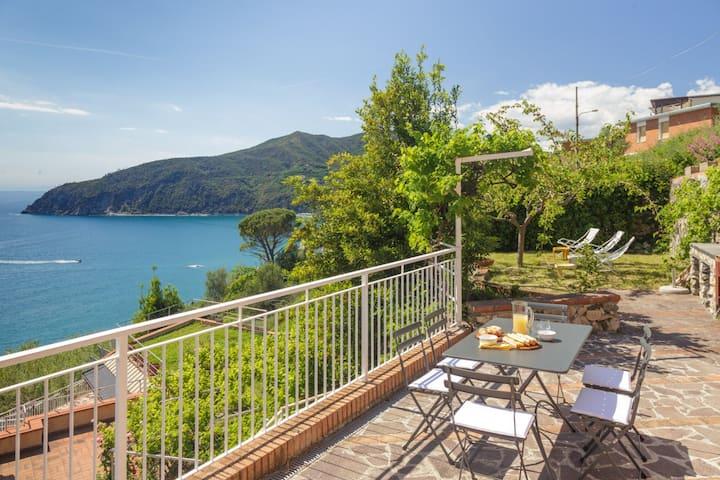 Sea view,Pool, Parking &Wifi-