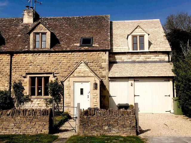 Coal Merchants Cottage, Cotswolds, Cheltenham EV