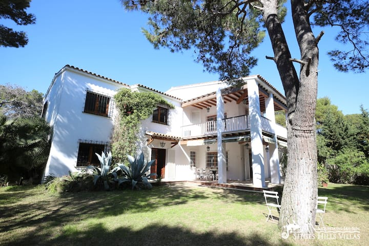 Charming Villa Joana, by the beach, pool and A/C