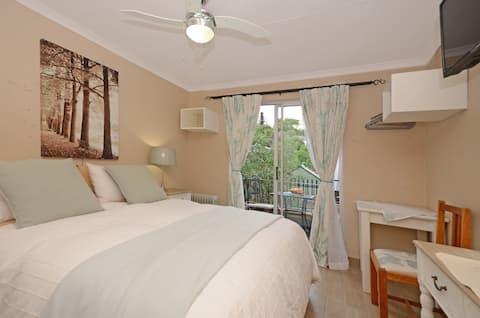 Dandelion bedroom with balcony
