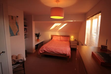 Double Room in large Edwardian style house