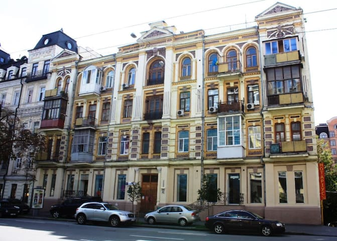 Kyiv Rouge Apartment