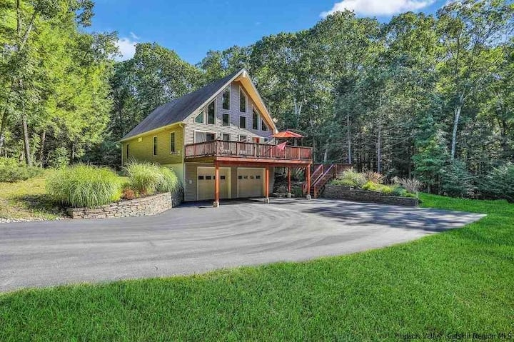Spacious, cozy nature retreat near Woodstock