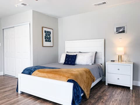 ✪Modern 4 Bedroom Retreat! Pets   Social Distance✪