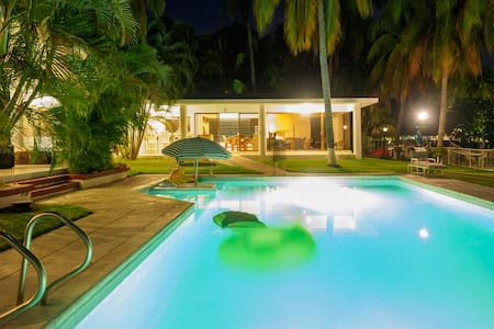 Awesome House in Likin With In-house Cook and Maid - Puerto Quetzal - Ház