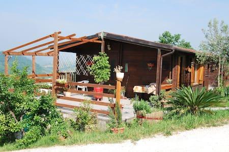 bungalow piccolo in legno in agriturismo