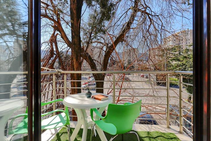 Viki - Apartment with Nice Balcony