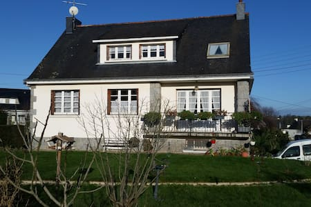 agreable chambre MODULO - Josselin - Bed & Breakfast