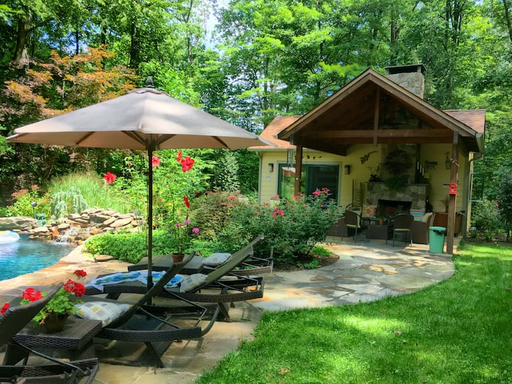 Bucks County - Country Cottage with Pool & Hot Tub