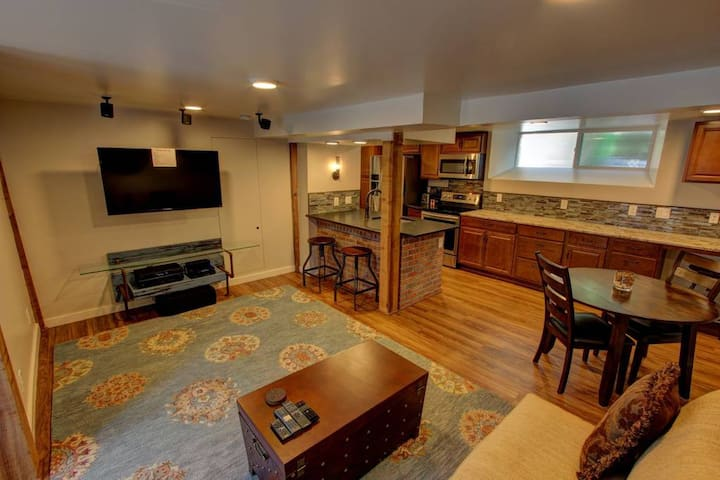 Cozy Luxury Remodel * Walk to CSU and Old Town!