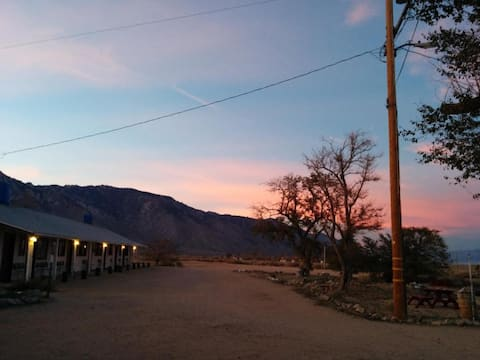 Charming motel along Hwy 395/2 double beds.