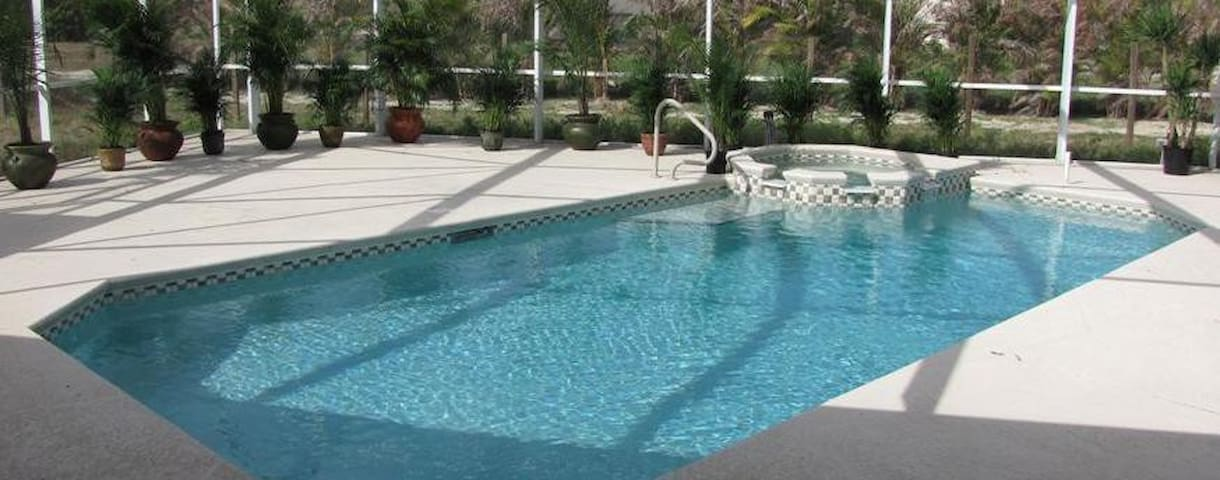 NEW: Private Jacuzzi/Pool-Home (3br/2ba) - TV+WiFi