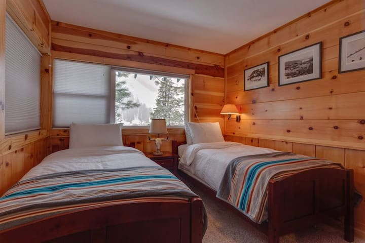 Bedroom with Twin Beds on Main Floor