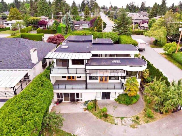 温哥华白石超豪华海景别墅地面一层二室二厅一厨一卫套房