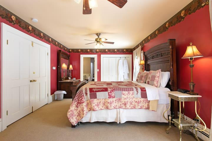 Red Mountain Suite- Rose Street Bed & Breakfast