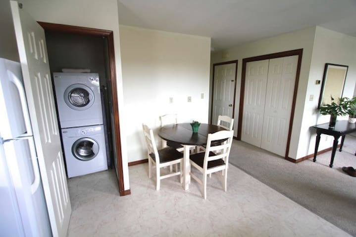 Upscale Private 2 Bedroom Apartment, South End - Sudbury - Departamento