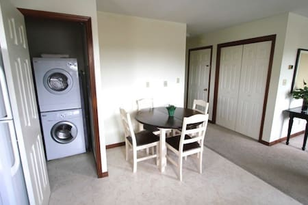 Upscale Private 2 Bedroom Apartment, South End - Sudbury - Apartmen