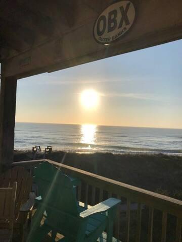 """""""Tressa Terrace"""" Oceanfront Condo"""