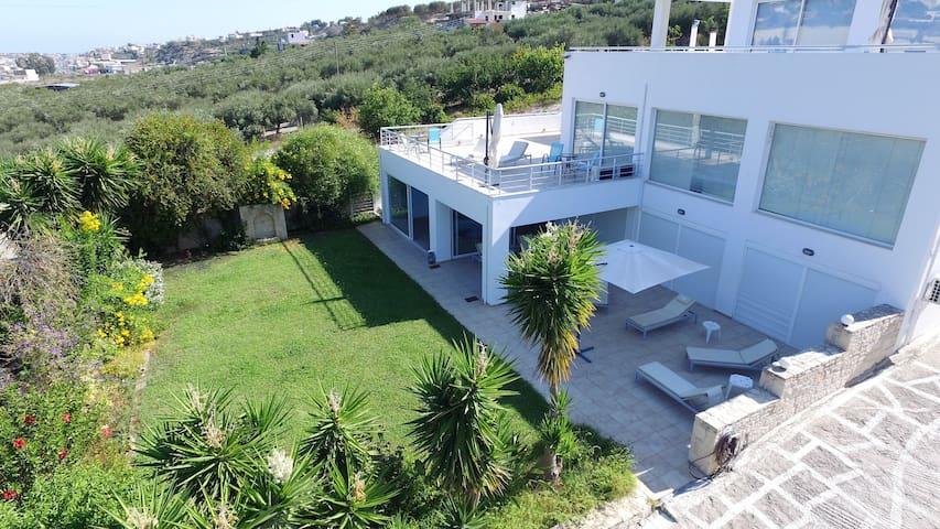 """Private  """"White Blue Spa Pool Luxury Villa"""" !"""