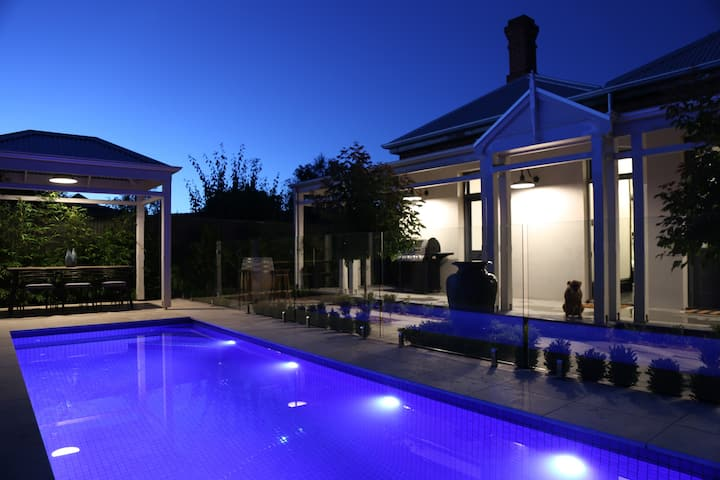 Adelaide 5 Star Luxury Pool Villa Hollidge House
