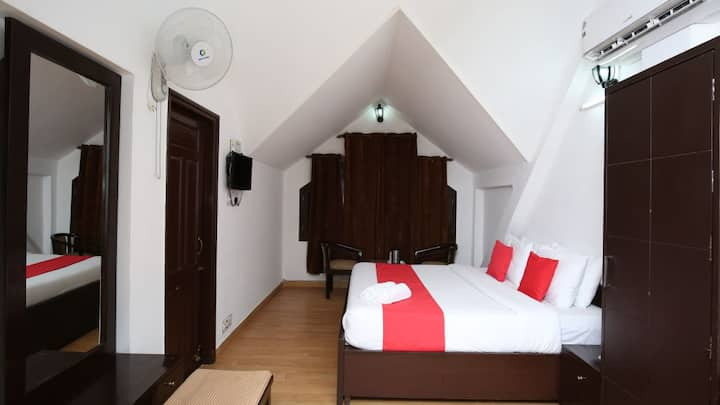 5 DELUXE ROOMS w BREAKFAST & MOUNTAIN VIEW-SHIMLA