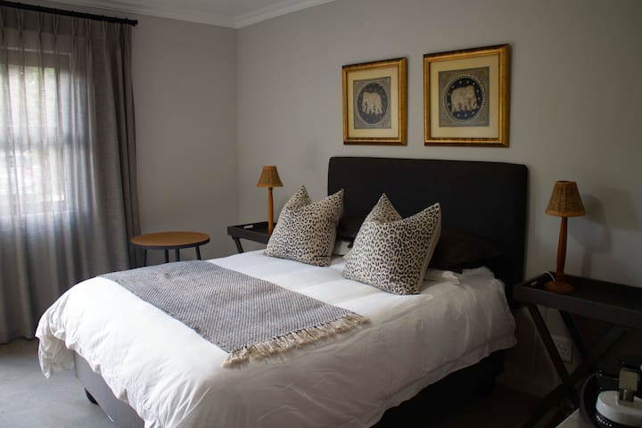 Stylish Beachfront Accommodation- Addo Room