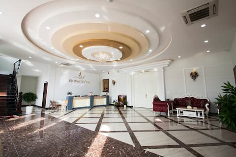 Phung Hung Hotel - Spacious rooms & Bar on rooftop