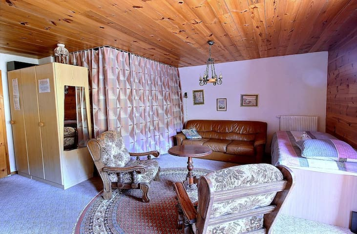 SKI-IN / SKI-OUT Les Crosets studio on the slopes, ski on feet all stay, wifi and indoor garage (4-W)