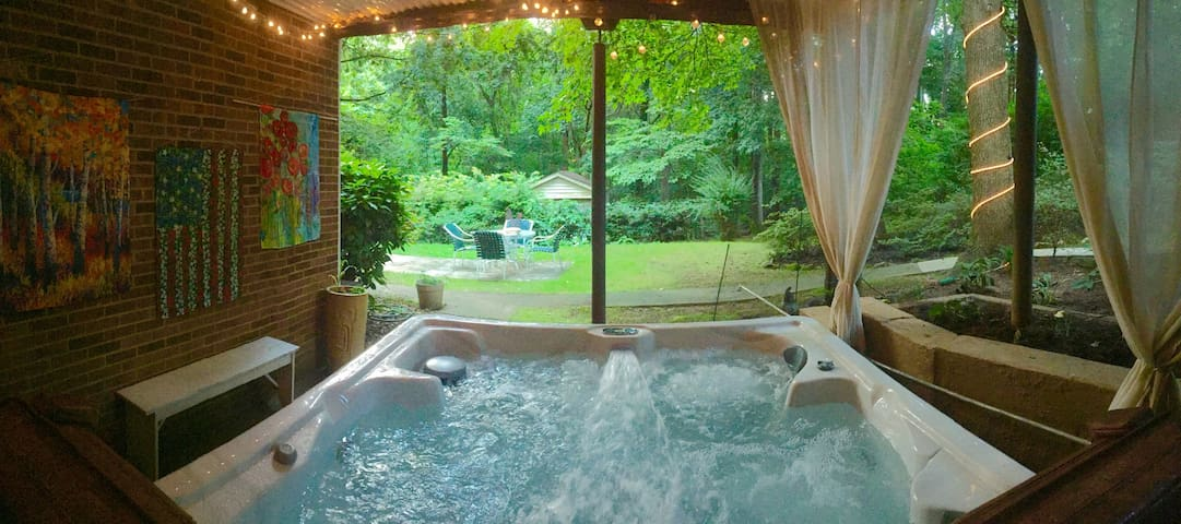 Private Garden Suite- Hot Tub, Breakfast, Chickens - Winston-Salem