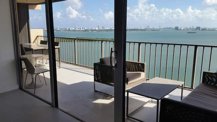 3BR 2BA Luxury Miami Apt. overlooks Biscayne Bay