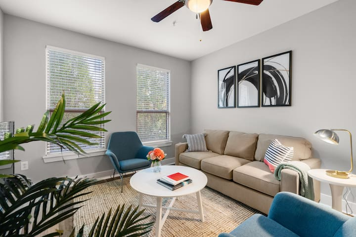 Kasa | Columbia | Gorgeous 2BD/2BA Canalside Apartment