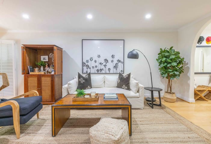 WeHo Norma Triangle Best Condo w/Parking W/D &Pool