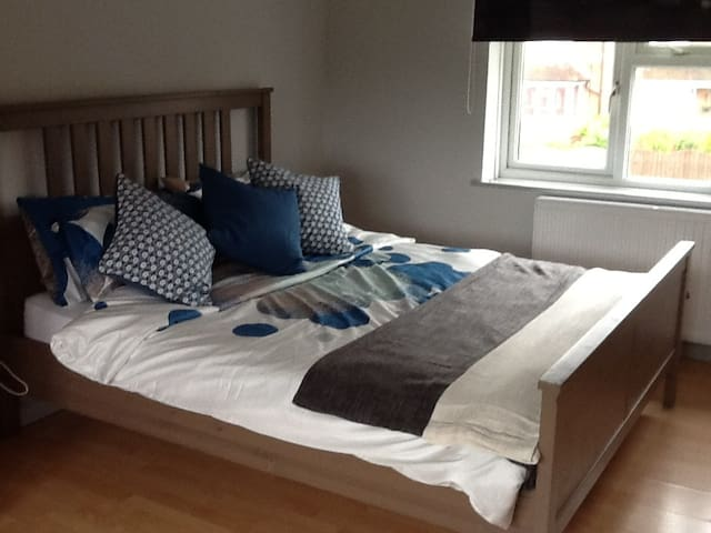 Large Double Bedroom with parking