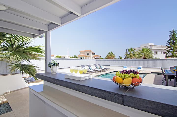 Yiasemina-4 bedroom family villa in AyiaNapa