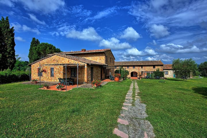 Le Chiavi Di Aietta, sleeps 4 guests in Montaione - Montaione