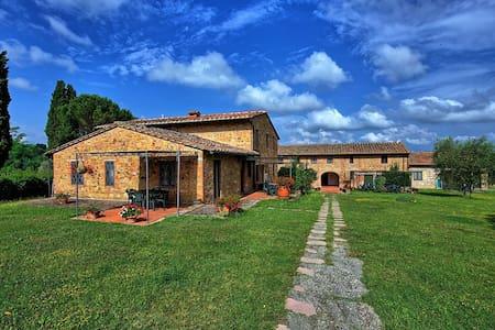 Le Chiavi Di Aietta, sleeps 4 guests in Montaione - Montaione - Huoneisto