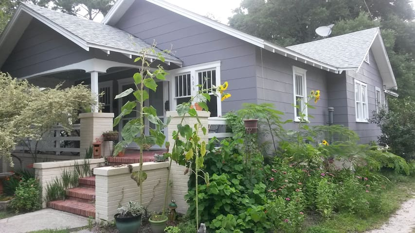 Charming Mid-City Getaway - close to downtown!