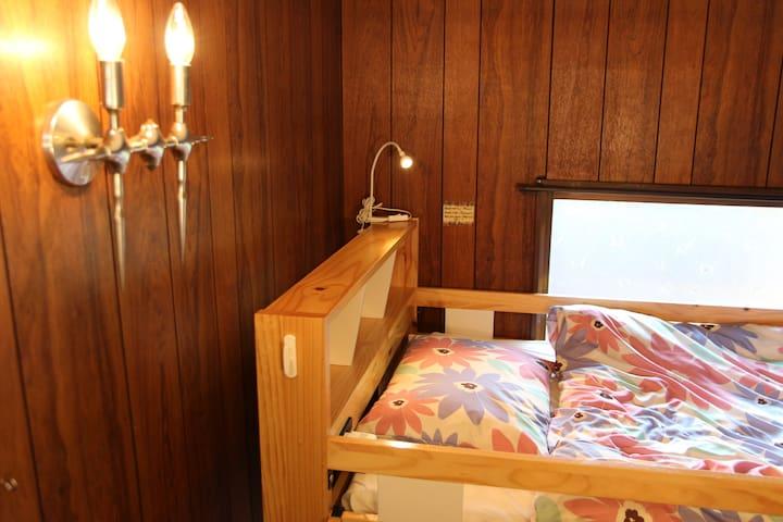 ③19年11月OPEN【女性専用ゲストハウス 花柄ホリデー】ドミトリー2段ベッドのお部屋、1~2名様