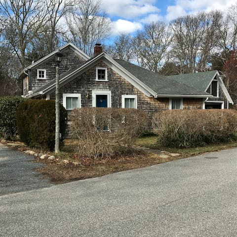 Quaint Cape Cod Cottage - Bourne - Casa