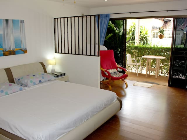 Apartment O, 50 m from the beach