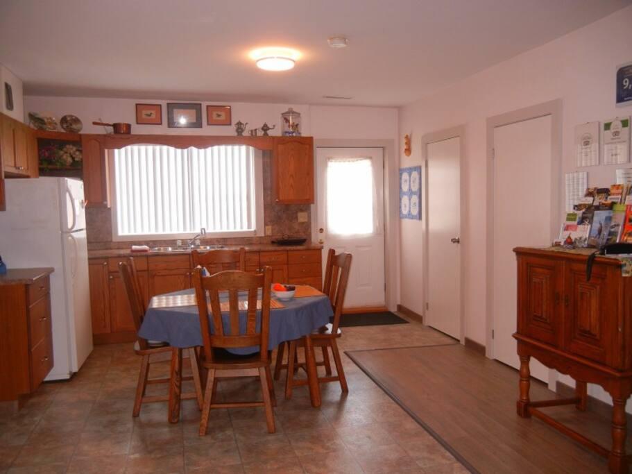 Breakfast/Kitchen area