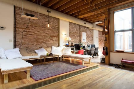 Penthouse in Prime Wicker Park Spot - Daire
