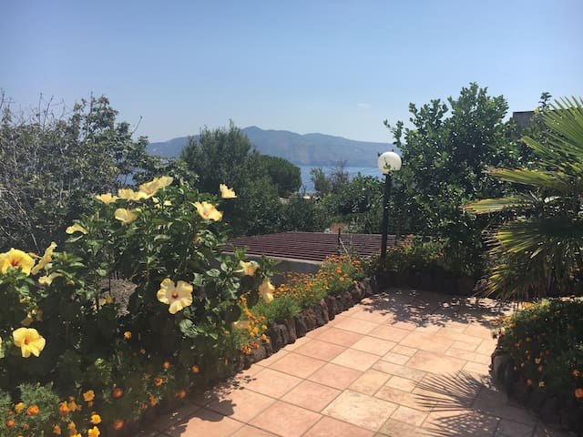 Appartamento all'interno di  Villa Betty - Santa Marina Salina - Apartamento