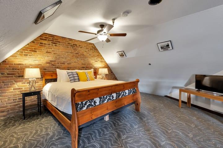 Loft Suite - College Inn - European-Style Hotel