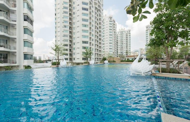 Luxurious 1BR Top BKK View @ Rachada MRT
